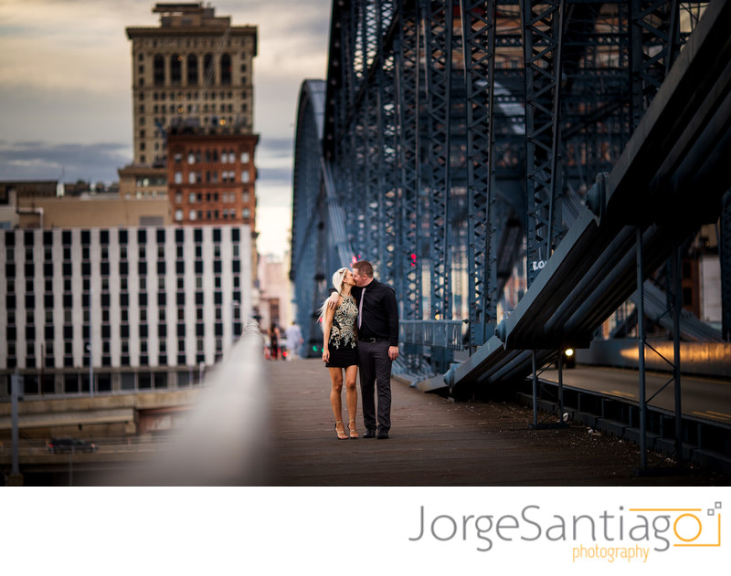 SMITHFIELD STREET BRIDGE ENGAGEMENT PHOTOS