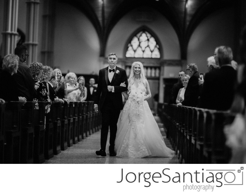 Bride and her father walking down the aisle in St. Paul Cathedral